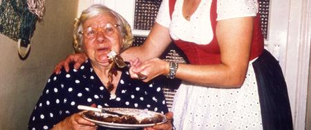 Aunties Yummie Birthday Cake