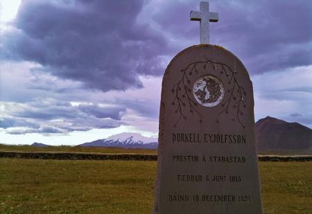 Friedhof in Budir mit Blick auf den Snæfellsjökull